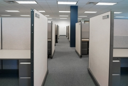 職場のデスク、視線が気になるときはパーテーションを活用