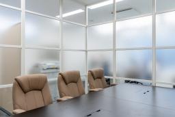 【施工インタビュー 013】ガラス格子の間仕切り壁から「言葉の壁のない世界」を開発。人工知能業界トップ企業のオフィス(iFLYTEK JAPAN AI SOLUTIONS 株式会社さま)